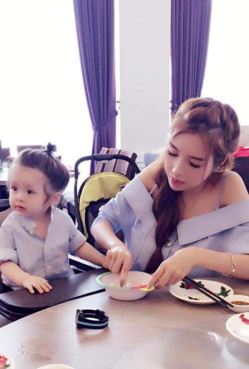Bộ sưu tập đồ đôi mẹ - con cực 'chất' của Elly Trần - Tin sao Viet - Tin tuc sao Viet - Scandal sao Viet - Tin tuc cua Sao - Tin cua Sao