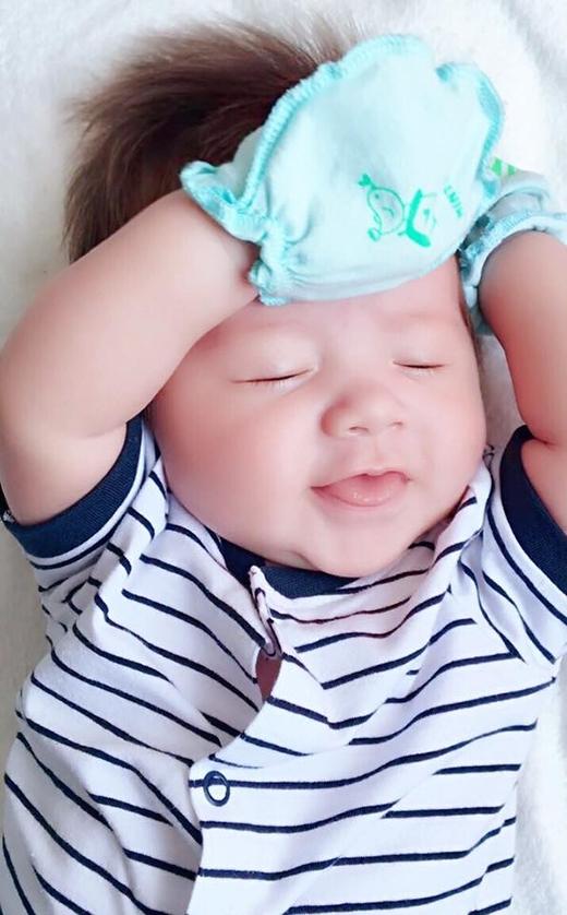Cậu bé Alfie Túc Mạch cũng gây sốt với vẻ ngoài siêu đáng yêu giống chị. (Ảnh: Internet) - Tin sao Viet - Tin tuc sao Viet - Scandal sao Viet - Tin tuc cua Sao - Tin cua Sao