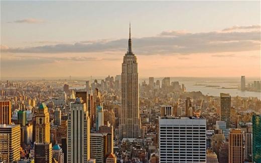 Tòa nhà Empire State cao 102 tầng là biểu tượng của thành phố New York.