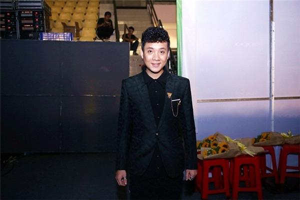 Soobin Hoàng Sơn diện cây đen