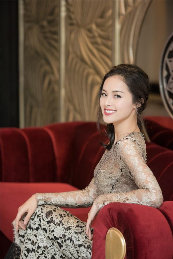 Nữ diễn viên trang điểm nhẹ nhàng, tự nhiên lôi cuốn mọi ánh nhìn. - Tin sao Viet - Tin tuc sao Viet - Scandal sao Viet - Tin tuc cua Sao - Tin cua Sao