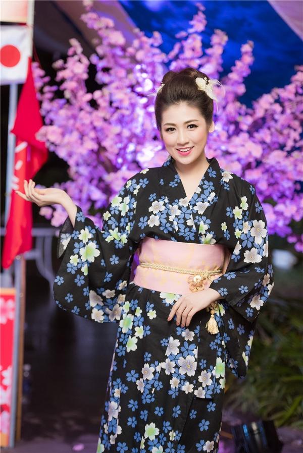 Người đẹp đất Hà thành diện kimono giữa rừng hoa anh đào biểu tượng đặc trưng của đất nước Nhật Bản. - Tin sao Viet - Tin tuc sao Viet - Scandal sao Viet - Tin tuc cua Sao - Tin cua Sao