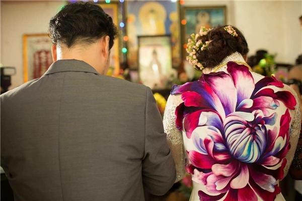 Hai vợ chồng cùng nhau làm lễ... - Tin sao Viet - Tin tuc sao Viet - Scandal sao Viet - Tin tuc cua Sao - Tin cua Sao