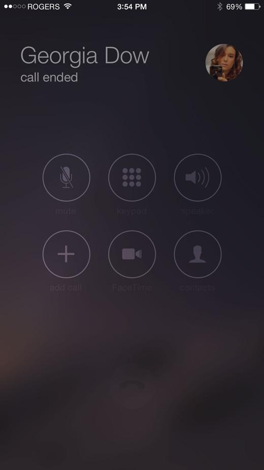 Bấm 1 lần vào nút giữa để nhận cuộc gọi tới hoặc gác máy. (Ảnh: Internet)