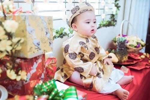 Hiện tại Bí bo là một trong những nhóc tỳ nổi tiếng trên mạng xã hội với hơn 70 nghìn lượt theo dõi.