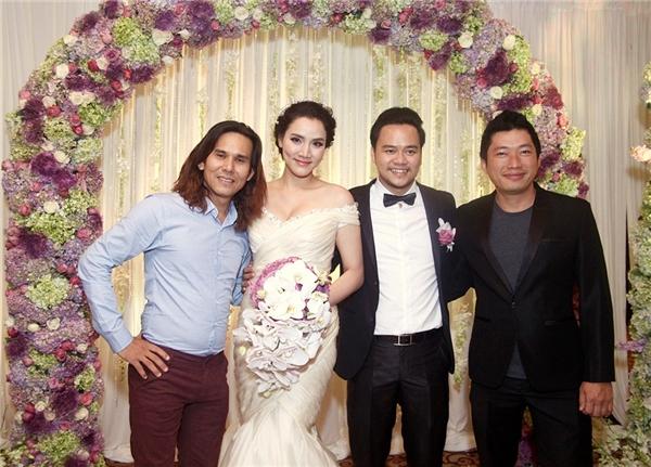 Nam diễn viên Kinh Quốc (vest đen ngoài cùng bên phải) - Tin sao Viet - Tin tuc sao Viet - Scandal sao Viet - Tin tuc cua Sao - Tin cua Sao