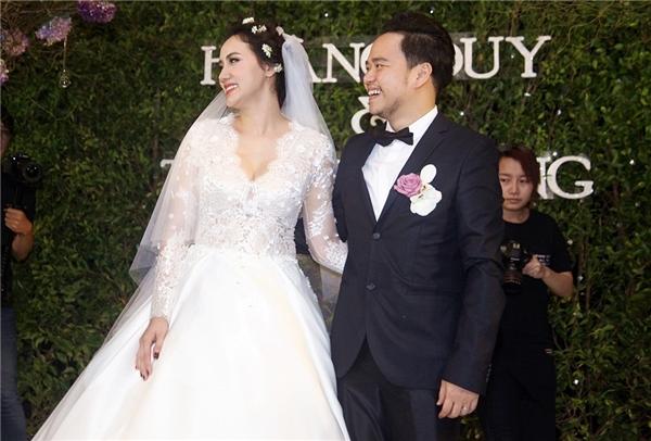 Nụ cười hạnh phúc của hai vợ chồng Trang Nhung - Hoàng Duy - Tin sao Viet - Tin tuc sao Viet - Scandal sao Viet - Tin tuc cua Sao - Tin cua Sao