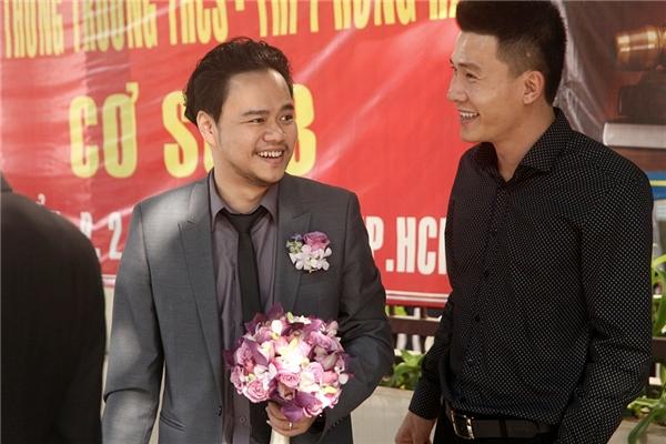 Chú rể Hoàng Duy tươi cười rạng rỡ, hồi hộp đón Trang Nhung - Tin sao Viet - Tin tuc sao Viet - Scandal sao Viet - Tin tuc cua Sao - Tin cua Sao