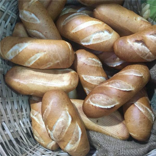 Lại có thêm một tủ bánh mì miễn phí phục vụ người nghèo ở Sài Gòn