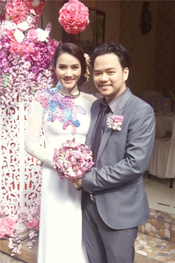 Vẻ mặt ngập tràn hạnh phúc của người đẹp Trang Nhung. - Tin sao Viet - Tin tuc sao Viet - Scandal sao Viet - Tin tuc cua Sao - Tin cua Sao