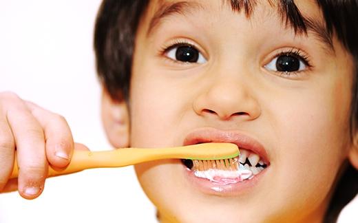 Chúng ta thường chỉ chú trọngđánh răng buổi sáng sau khi thức dậy vì đó là thời điểm khởi đầu một ngày mới đi học, đi làm. (Ảnh: Internet)