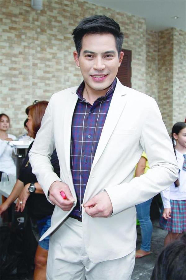 Nam diễn viên nổi tiếng Thái Lan qua đời vì sốt xuất huyết