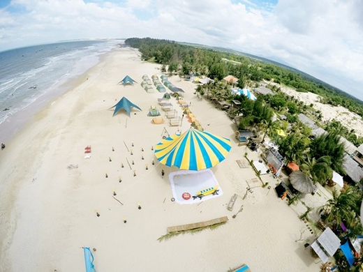 Lạ mắt với lễ hội âm nhạc bãi biển kết hợp du lịch bụi