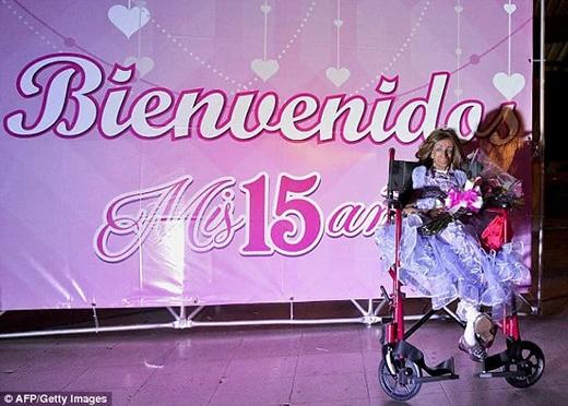 Vào thứ 7 tuần trước, Magali Gonzalez Sierra vừa tổ chức sinh nhật thứ 15 dù các bác sĩ đã dự báo cô bé sẽ khó qua nổi tuổi 13. (Ảnh: Internet)