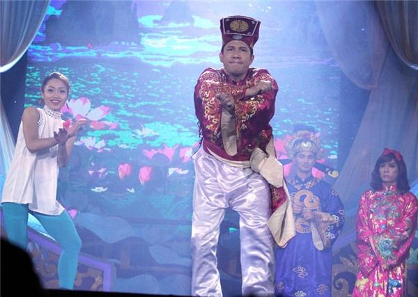 Quang Thắng nổi bật với Hoang mang Style trong Táo Quân 2013.