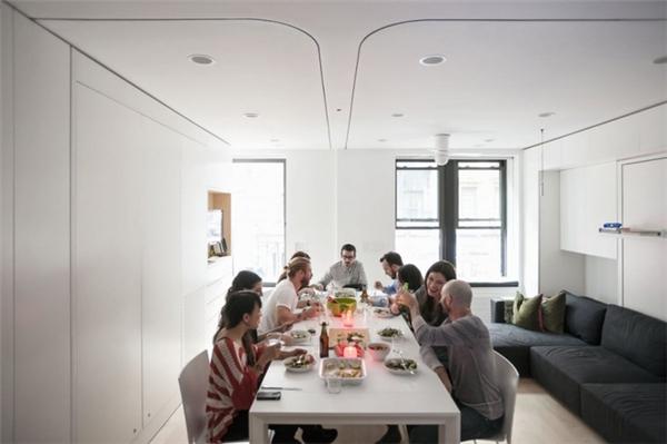 Theo đó, khi xếp gọn giường lại, căn hộ sẽ rất rộng và đủ chỗ cho các buổi tiệc khoảng 10 người. Ảnh: Internet