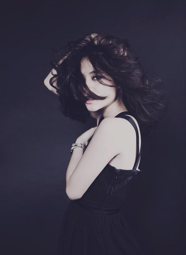 Với nét đẹp và thần thái này, không quá khó hiểu khi bức ảnh của cô lại được nhiều người yêu thích đến vậy.(Ảnh Internet)
