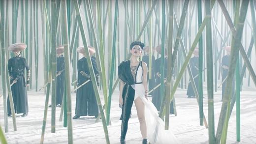 Tóc Tiên nóng bỏng cùng quán quân siêu mẫu Mỹ trong MV 16+