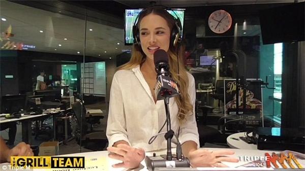 Monika trong show phát thanh hôm 18/1.