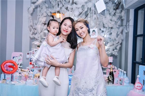 Hai mẹ con Maya diện đồ đôi đẹp tựa thiên thần trong tiệc sinh nhật - Tin sao Viet - Tin tuc sao Viet - Scandal sao Viet - Tin tuc cua Sao - Tin cua Sao