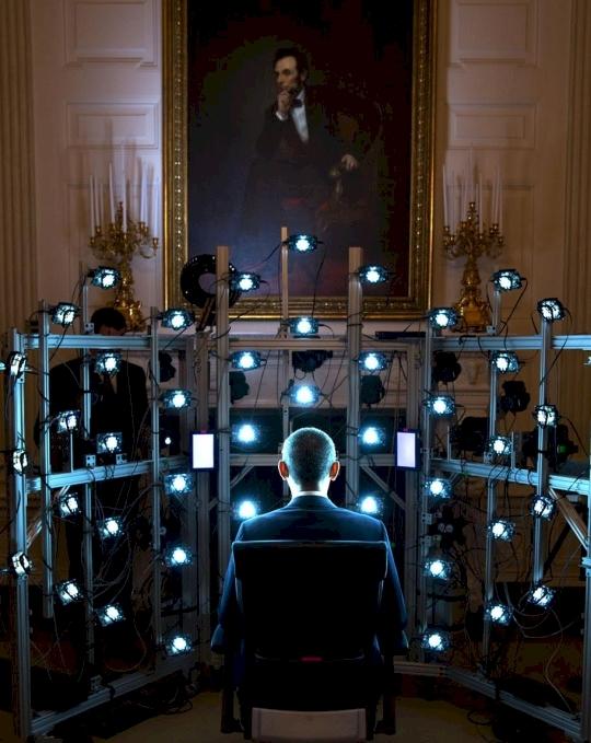 Tổng thống Obama là vị tổng thống đầu tiên có ảnh chân dung bằng công nghệ chụp ảnh 3D tối tân.(Ảnh: Diply)