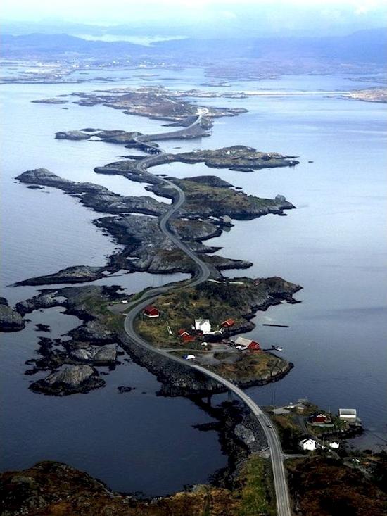 Con đường ngoằn ngoèo một cách hoàn hảo ở Na Uy.(Ảnh: Diply)