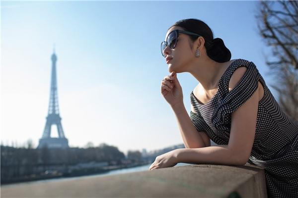Lý Nhã Kỳ đẹp mơ màng giữa lòng Paris