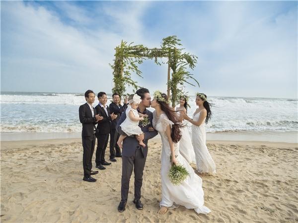 Cặp đôi đã có những khoảnh khắc vui vẻ bên cạnh bạn bè. - Tin sao Viet - Tin tuc sao Viet - Scandal sao Viet - Tin tuc cua Sao - Tin cua Sao