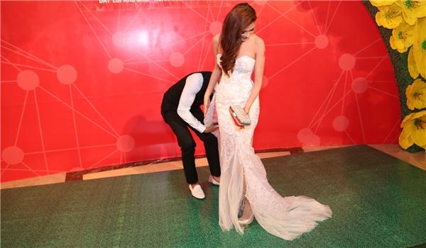 Lương Thế Thành ga lăng sửa váy cho Thúy Diễm ngay trên thảm đỏ - Tin sao Viet - Tin tuc sao Viet - Scandal sao Viet - Tin tuc cua Sao - Tin cua Sao