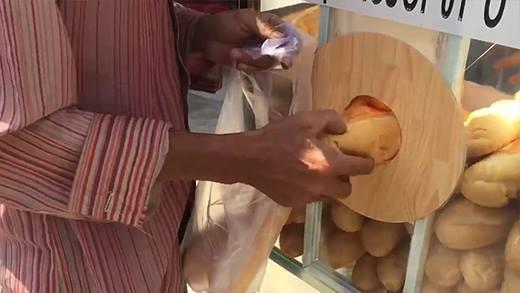 Nhiều người lạm dụng thùng bánh mì từ thiện ở Sài Gòn