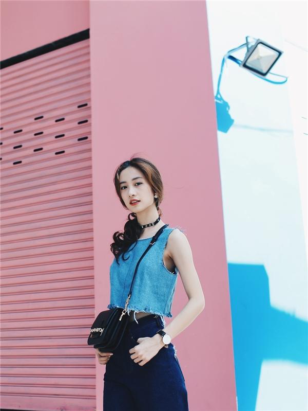 """Jun Vũ khéo léo kết hợp đồ jeans theo phong cách """"denim-on-denim""""."""