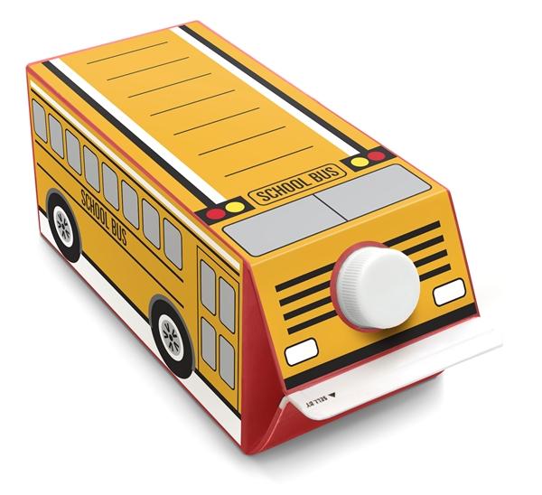 Chiếc xe buýt đồ chơi được trang trí từ hộp sữa. (Ảnh: Internet)