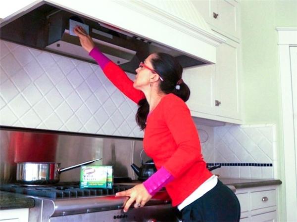 Cần lau sạch bếp mỗi ngày để tránh hỏa hoạn. (Ảnh: Internet)