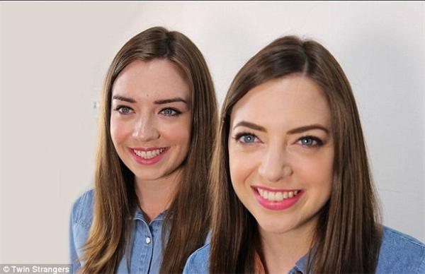Niamh Geaney (phải) và Irene Adams (trái) . Hai cô gái cũng giống nhau như tạc.(Ảnh: Internet)