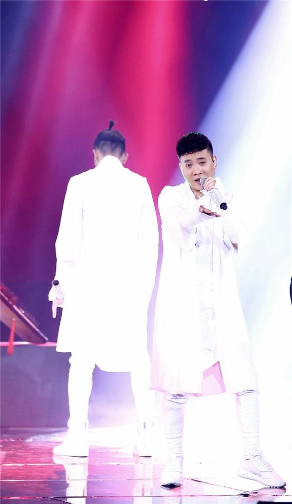 Justa Tee mang phong cách Nhật Bản lên sân khấu - Tin sao Viet - Tin tuc sao Viet - Scandal sao Viet - Tin tuc cua Sao - Tin cua Sao