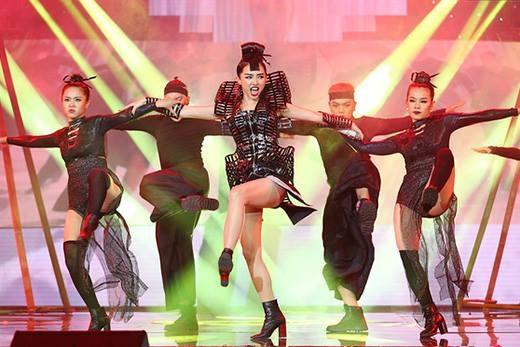 Tóc Tiên đem vũ điệu ninja