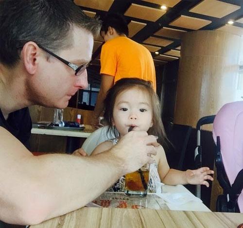 Sau 4 năm kết hôn, Đoan Trang đang có những ngày tháng hạnh phúc. Dù bận bịu nhiều công việc, nhưng cô vẫn luôn dành thời gian cho gia đình nhỏ của mình. - Tin sao Viet - Tin tuc sao Viet - Scandal sao Viet - Tin tuc cua Sao - Tin cua Sao