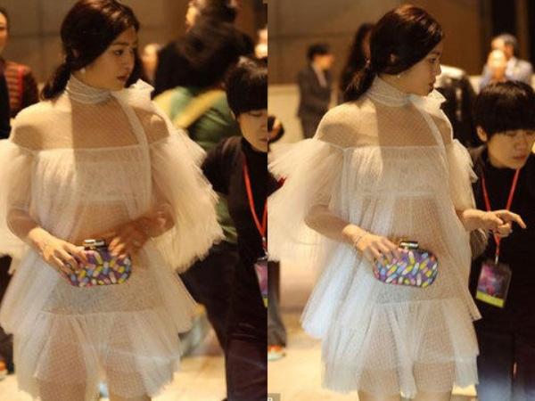 Bộ váy nhanh chóng được nhận ra có phom dáng khá giống một thiết kế mà diễn viên Đài Loan Trần Nghiên Hy từng diện trên thảm đỏ cách đây không lâu. Chính vì ở một số góc chụp, bộ váy khiến Trần Nghiên Hy trông chỉ đang mặc nội y nên cô bị chỉ trích bởi dư luận khá dữ dội.So với bộ váy của Trần Nghiên Hy, Hồ Ngọc Hà đã thực sự ghi điểm tuyệt đối nhờ độ hở vừa phải, chừng mực.