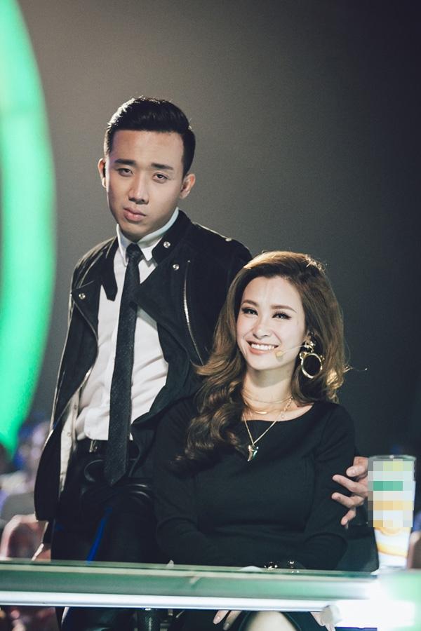 Ngoài ra, năm 2015, Đông Nhi cũng tham gia nhiều chương trình truyền hình với vai trò giám khảo. Từ một nữ ca sĩ teen từng thất bại ở các sân chơi âm nhạc, nghị lực và sự vươn lên của Đông Nhi đã thực sự trở thành bài học, nguồn cảm hứng cho thế hệ khán giả trẻ tại Việt Nam. - Tin sao Viet - Tin tuc sao Viet - Scandal sao Viet - Tin tuc cua Sao - Tin cua Sao