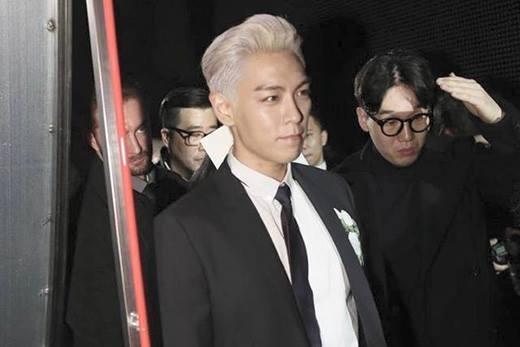 Xuất hiện tại show diễn hàng hiệu, T.O.P khiến fan ngất lên ngất xuống
