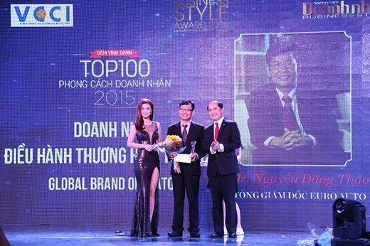 """Giải """"Doanh nhân điều hành thương hiệu toàn cầu"""" năm nay thuộc về CEO của Tập đoàn Euro Auto - ông Nguyễn Đăng Thảo."""
