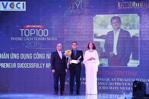 """Giải """"Doanh nhân ứng dụng công nghệ thành công"""" được bình chọn cho ông Guo Zhi Feng - Chủ tịch HĐQT Chicilon Media."""