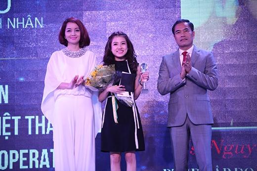 """Giải """"Doanh nhân điều hành thương hiệu Việt thành công"""" được dành cho doanh nhân trẻ Nguyễn Phương Anh - Phó TGĐTập đoàn Tân Á Đại Thành."""