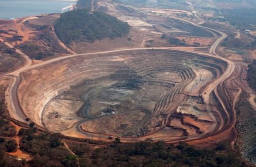 Những hầm mỏ như thế này xuất hiện khắp mọi nơi ở Congo. (Ảnh: National Geographic)