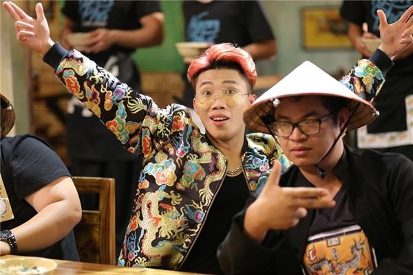 Người xem lại một lần nữa được khám phá ẩm thực truyền thống Việt Nam qua những hình ảnh hài hước, trẻ trung, hiện đại trong giai điệu vui nhộn. - Tin sao Viet - Tin tuc sao Viet - Scandal sao Viet - Tin tuc cua Sao - Tin cua Sao