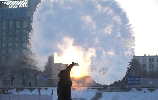 Hình ảnh kinh hoàng khi nhiệt độ xuống rất thấp ở Trung Quốc. Ảnh: Internet