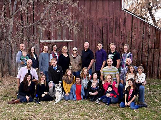 Gia đình đông đúc nhưng hạnh phúc của nhà Adams. (Ảnh: Internet)