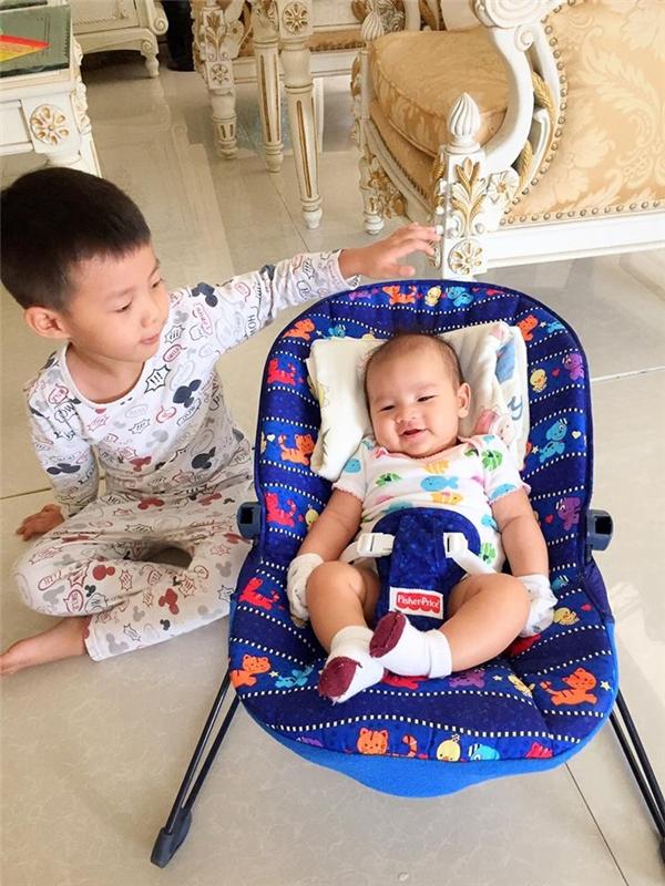 Bà xã Đăng Khôi khoe khoảnh khắc con trai 3 tháng tuổi tập lẫy - Tin sao Viet - Tin tuc sao Viet - Scandal sao Viet - Tin tuc cua Sao - Tin cua Sao