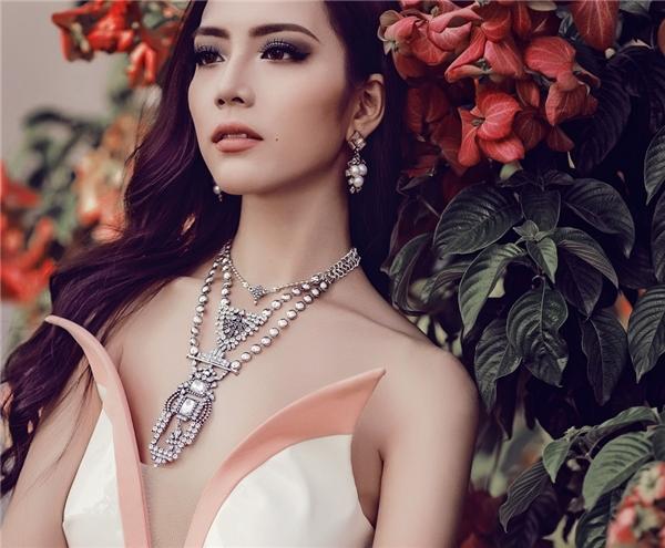 Mặc dù đã ghi dấu ấn với danh hiệu Giải bạc Siêu mẫu Việt Nam 2015 nhưng Ngọc Quý cho biết cô phải tích cực tập luyện và trau dồi để có thể cải thiện vóc dáng và kĩ năng chụp ảnh một cách tốt nhất.