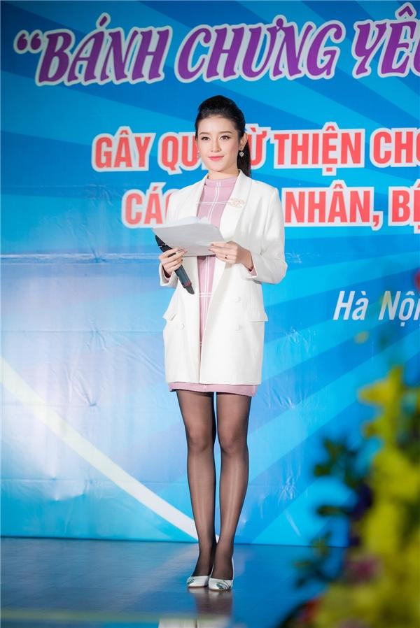 Tham gia sự kiện lần này, Huyền My không chỉ là đại sứ mà còn đảm nhận vai trò MC. - Tin sao Viet - Tin tuc sao Viet - Scandal sao Viet - Tin tuc cua Sao - Tin cua Sao